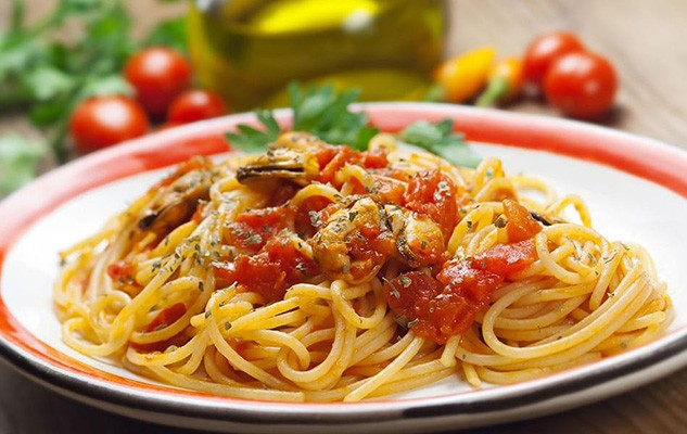 Spaghetti with Clams and Tomatoes