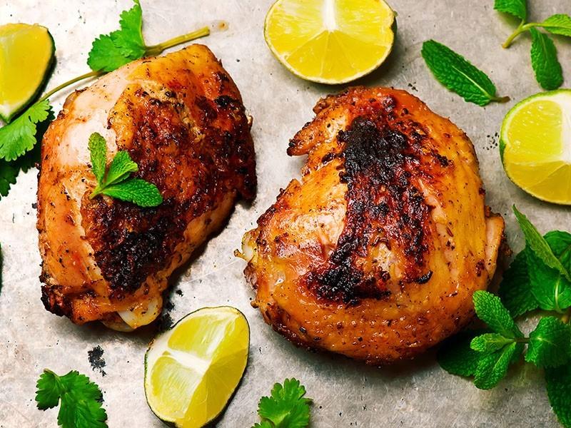 Pollo grigliato aromatizzato al cumino e al pepe nero